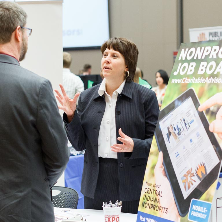 A nonprofit recruiter speaks with a SPEA student at a job fair.